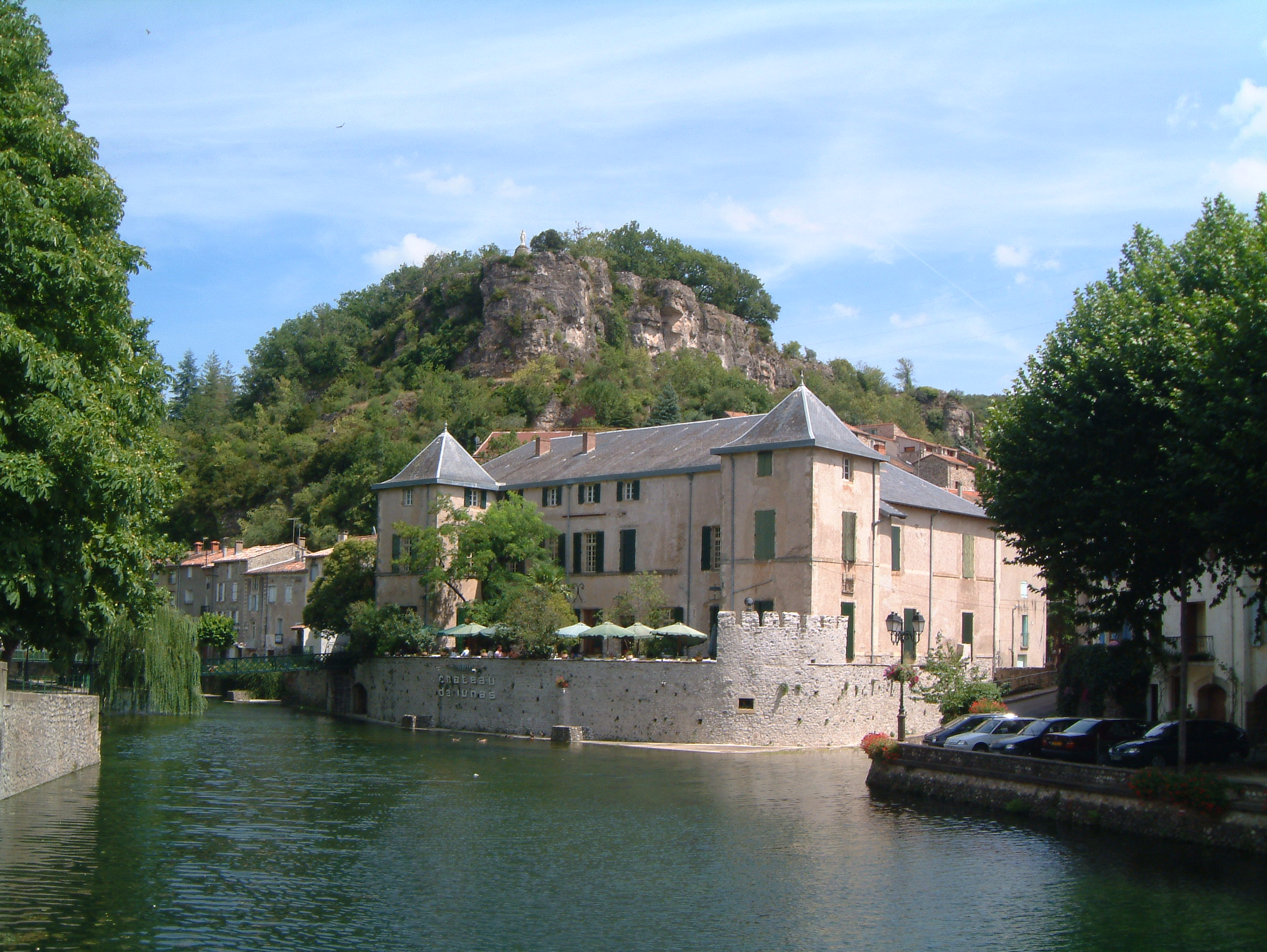 Front view of restaurant Château de Lunas