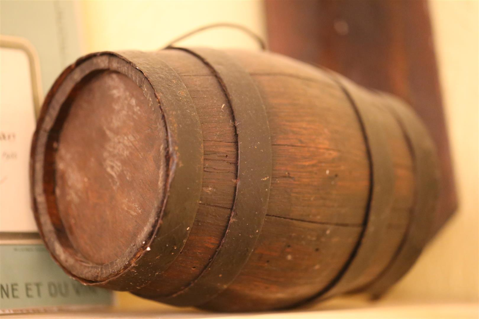photo of a barral (barrel)