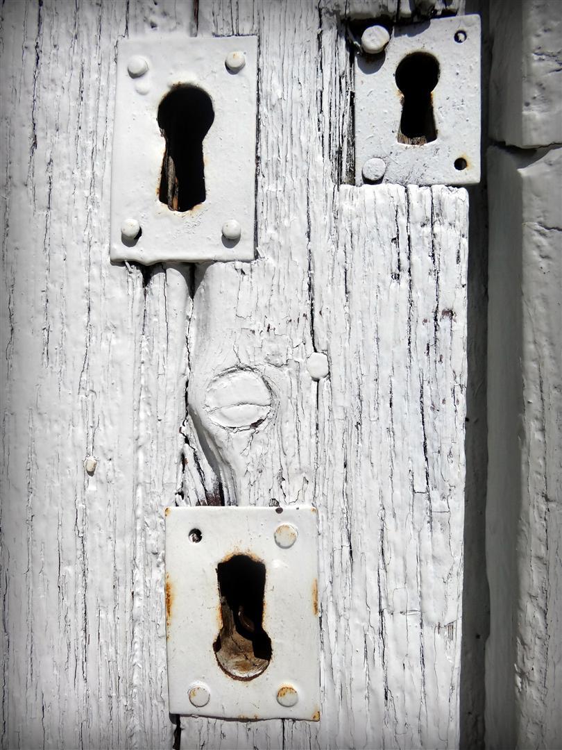 photo d'une porte en bois à Gigondas