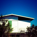 Photo d'une maison aux volets verts