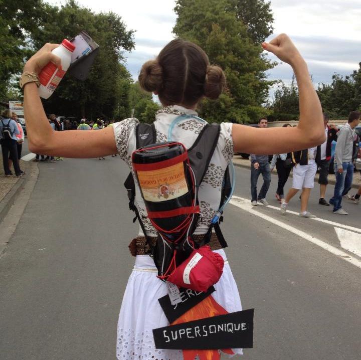 Photo de dos de marion barral avant le départ du marathon du médoc 2013