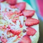 cheesecake décoré avec des fraises