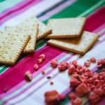 brisures de pralines roses et petits beurres