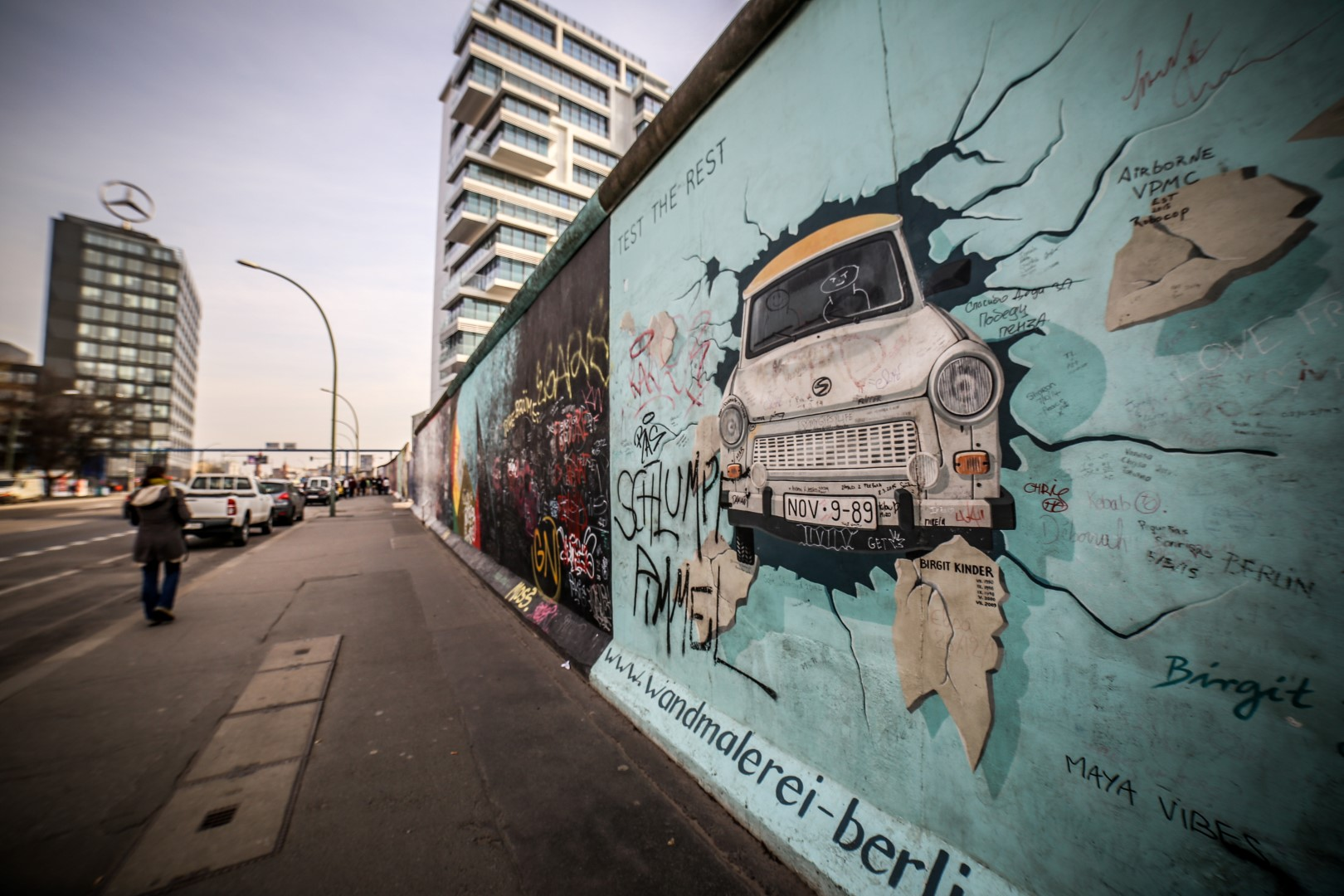 photo of the berlin wall