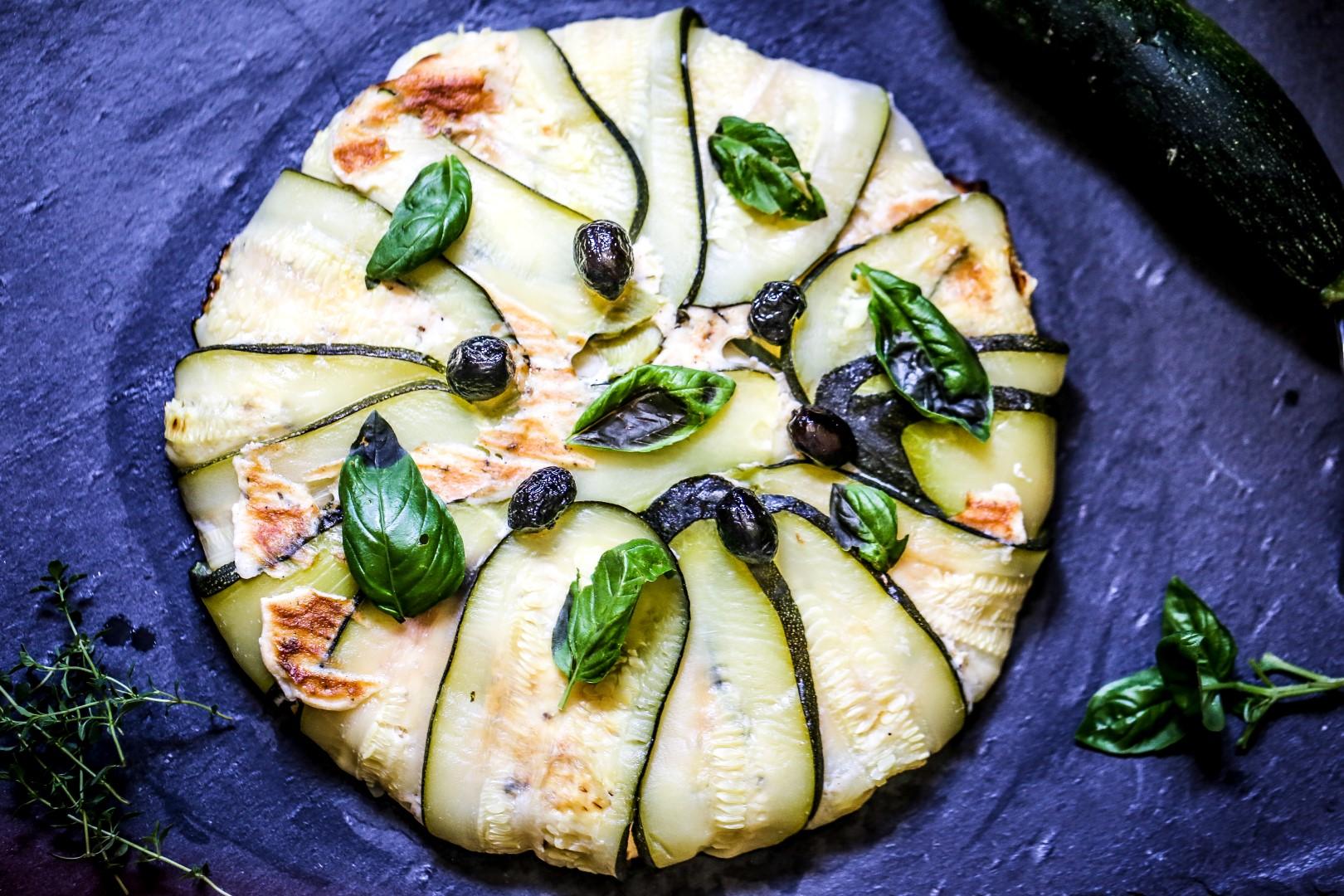 tatin de courgettes à la brandade et olives noires